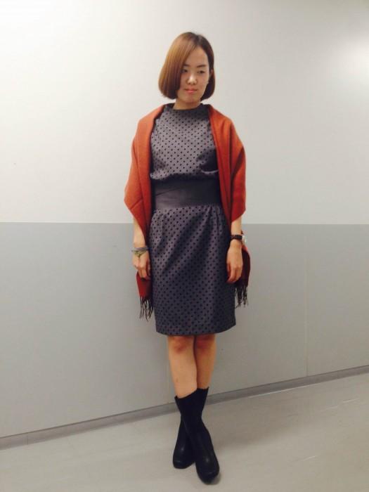 ストールを羽織った秋スタイルです。