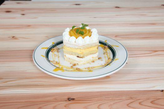 マンゴーのレアチーズケーキ風パンケーキ